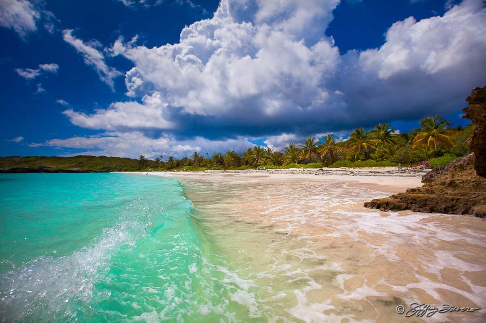 Agua Turquesa De La Playa Navio